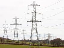 Masten dominierend in der Landschaft stockfotografie