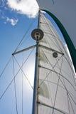 masten seglar Arkivfoto