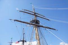 Masten yardarms, rigging och seglar Royaltyfri Bild