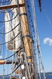 Masten yardarms, rigging och seglar Arkivbilder