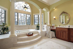 Master bath with columns. And step up tub Royalty Free Stock Image