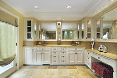 Master bath with stone flooring Royalty Free Stock Photography