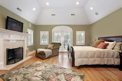 Master bedroom in luxury home Royalty Free Stock Photos