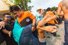 Master cerimonia di Wai Kroo dei partecipanti (Luang Por Phern) di giorno al monastero di Wat Bang Phra Fotografie Stock