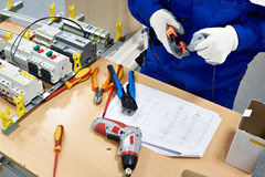 Free Master Electrician Collects Electrical Diagram Royalty Free Stock Photos - 94900258