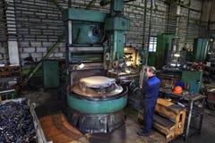 Master machine tool operator metal handles on vertical turning l Stock Photos