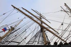 Master och riggning av det ryska seglingskeppet Arkivbilder