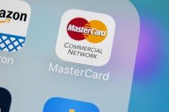 MasterCard εικονίδιο εφαρμογής στο iPhone Χ της Apple κινηματογράφηση σε πρώτο πλάνο οθόνης Εικονίδιο κύριων καρτών MasterCard εφ Στοκ Εικόνα