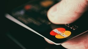 Mastercard in hand Royalty Free Stock Photos