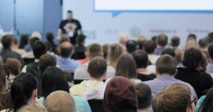 Masterclass al congresso Pubblico pubblico degli spettatori della gente che assiste alla conferenza matrice la gente ad una confe stock footage