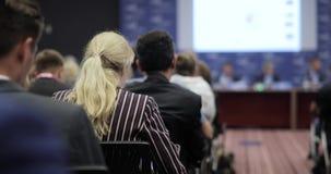 Masterclass en el congreso Audiencia pública de los espectadores de la gente que asiste a la conferencia principal gente en una c