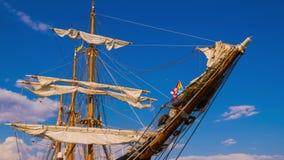 Masterna av seglingskeppet arkivfilmer