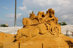"Masterpieces of Italian culture. KOLOMENSKOYE,MOSCOW,RUSSIA-JULY 10, 2011:""Masterpieces of Italian culture"" Exhibition of sand sculptures.  Horse racing chariots Stock Image"