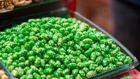 Masticación del caramelo dulce turco del bocado imagenes de archivo