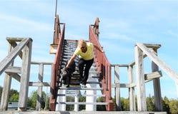 Mastiff corso тросточки итальянский на лестницах с предпринимателем Стоковая Фотография RF