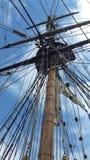 Mastro alto histórico no vertical do navio de navigação Imagem de Stock Royalty Free
