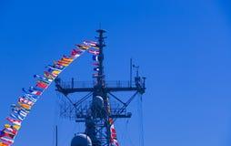 Mastro e bandeiras do navio de batalha Fotos de Stock Royalty Free