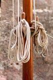 Mastro e cordas de madeira Fotografia de Stock Royalty Free
