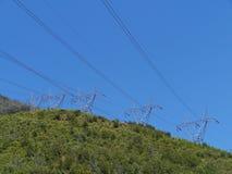 Mastros da eletricidade foto de stock