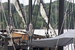 Mastros de um navio alto imagem de stock