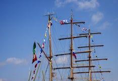 Mastros de um navio do mar fotografia de stock