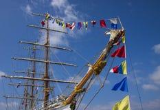 Mastros de um navio do mar imagens de stock