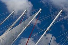 Mastros do barco de vela   fotos de stock