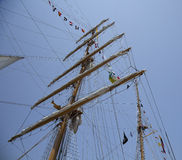 Mastros e bandeiras no navio de navigação alto de Equador Foto de Stock Royalty Free