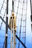 Mastros e corda do navio de navigação. Imagem de Stock