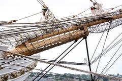 Mastros e equipamento de um navio de navigação Fotos de Stock Royalty Free