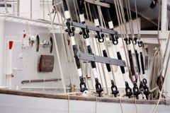 Mastros e equipamento de um navio de navigação Imagem de Stock Royalty Free