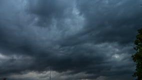 Masywne chmury przechodzi podczas grzmotu zdjęcie wideo