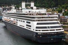 Masywny Czarny I Biały statek wycieczkowy Dokujący w Juneau Zdjęcie Royalty Free