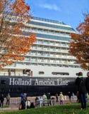 Masywny Holandia Ameryka linii statek wycieczkowy dokował w Quebec mieście obrazy royalty free