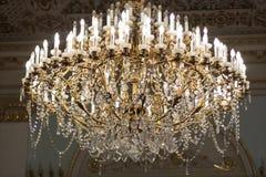 Masywny majestatyczny jaskrawy lampowy hol obrazy stock