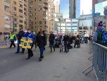 Maszerujący z kalectwami, Niepełnosprawni kobiety ` s Marzec demonstranci, NYC, NY, usa Obrazy Stock