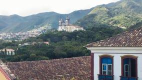 Maszeruje 25, 2016, Historyczny miasto Ouro preto, minas gerais, Brazylia, kolonialni dwory z kościół w tle, obrazy stock