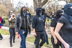MASZERUJE 3, 2018, PRO-TRUMP wiec, AUSTIN TEKSAS atutów aktywiści i Zamaskowani atutów protestors - -, BorderInternational obrazy royalty free