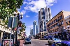 Maszeruje 19 2019 San Diego, CA, usa,/- Miastowy krajobraz w Gaslamp ćwiartce w w centrum San Diego obrazy stock