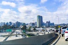 Maszeruje 19 2019 San Diego, CA, usa,/- Podróżujący w kierunku San Diego śródmieścia od Coronado wyspy zdjęcie stock