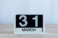 Maszeruje 31st dzień 31 miesiąc, codzienny kalendarz na drewnianym stołowym tle Wiosna czas, opróżnia przestrzeń dla teksta Obrazy Royalty Free