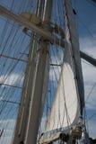 Masztu i żagla linie wielka żagiel łódź zdjęcie stock