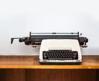 Maszyna do pisania na drewnianym stole Obraz Stock