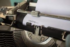Maszyna do pisania wystawia ładowniczą stronę Zdjęcia Royalty Free