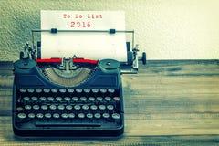 Maszyna do pisania z białego papieru stroną Robić liście 2016 Zdjęcie Royalty Free