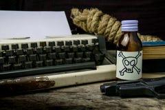 Maszyna do pisania z papierową stroną, jad i pistolet Zdjęcia Stock