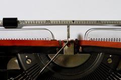 Maszyna do pisania z pustym białym papierem Pisać na maszyna do pisania fotografia stock