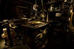 MASZYNERIA - warsztat - ZŁOCISTY metal Obrazy Royalty Free