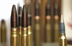 Maszynowego pistoletu pociski wystawiający na pokazie Fotografia Stock