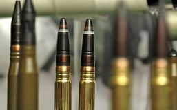 Maszynowego pistoletu pociski wystawiający na pokazie Zdjęcia Stock